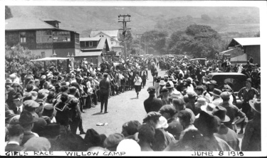 Finish line and crowds, 1919 Dipsea Hike