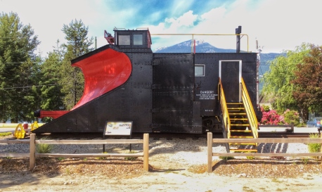 CP Snowplow #400648 from the side. If volunteers are present when you visit, you can climb the stairs and go inside. (Photo: Caroline Ross)